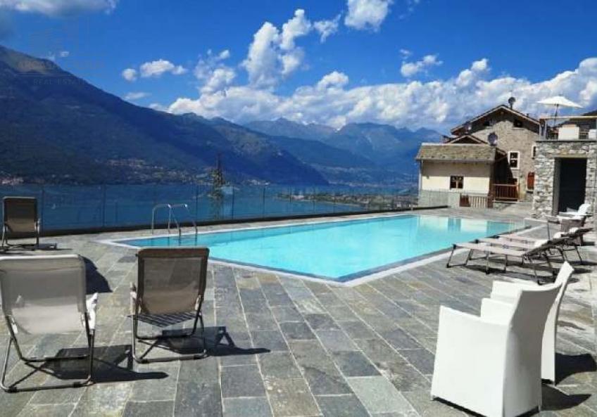 Дома в резиденции с бассейном, Беллано