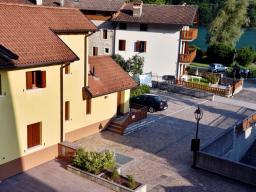Недвижимость на озере Барчис, Италия