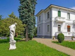 Вилла в Виллафранка-ин-Луниджана, Тоскана, Италия