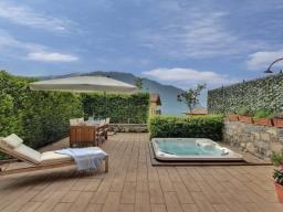 Вилла на озере Комо, Оссуччио, Ломбардия, Италия