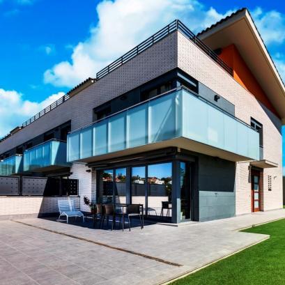 Семейные дома с видом на море и горы в новом комплексе в Тейа, Каталония, Испания